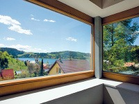 Pás okien poskytuje výhľad