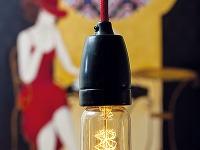 Svietidlá, respektíve žiarovky visiace