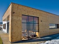Energeticky pasívnu montovanú drevostavbu