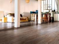 Vinylové podlahy majú elastický