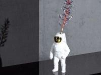 Galantný kozmonaut. Váza Starman