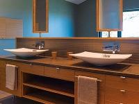 Kúpeľňa je súčasťou spálne.