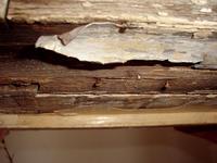 Zničené hliníkové tesnenie
