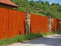 Životnosť dreveného plota môže