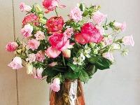 Romantickú kyticu pozostávajúcu zruží