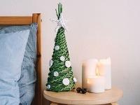 Pletený papierový stromček
