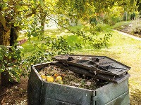 Do kompostu nikdy nepridávajte