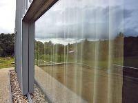 Hliník do okna zakliaty
