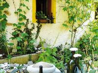 Prírodné dekorácie tvorí pani