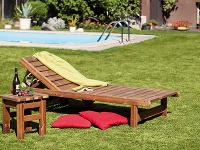 Záhradné ležadlo astolík môže