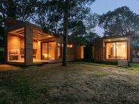 Tehlový jednopodlažný dom, ktorý