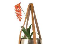 Mosadzný kvetináč skoženými strapcami