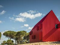 Máte radi červenú? Tento dom budete milovať