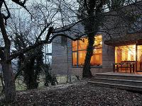 Moderný drevodom v korunách