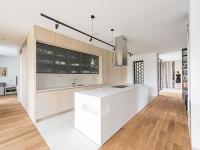 Členitý moderný dom vo