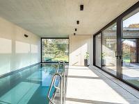 vnútorný bazén v rodinnom