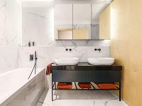 Kúpeľni dodáva eleganciu mramorový