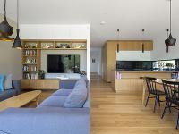 kuchynský drevený kút a
