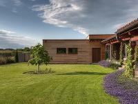 trávnik pred domom