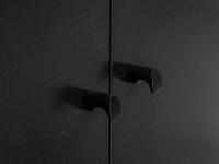 čierny nábytok