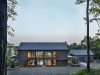 dom so sedlovou strechou