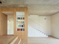 drevená terasa, ktorá tvorí