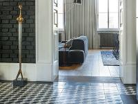 Čiernobielu kombináciu podlahy