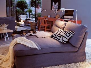 Ležadlo Ektorp so snímateľným poťahom Svanby. Cena329 €. Predáva IKEA.