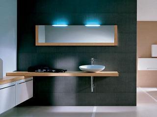 Moderná kúpeľňa s modrým