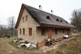 Dom z prírodných materiálov