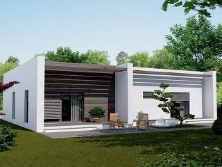 Dom od spoločnosti Ideálne bývanie vás vmontovanom variante vyjde na 123500 €, vmurovanom 103000€. Je určený pre 4 – 5 osôb ajeho celková úžitková plocha je 114 m2. Bývať môžete už približne opol roka. Projekt nájdete vpublikácii Projekty rodinnýc