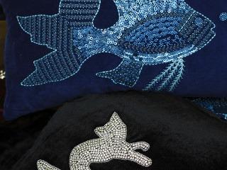 Vankúše Pesce srybami vyšívanými