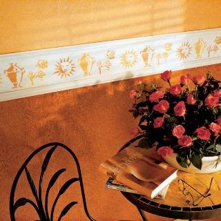 Dovolenková atmosféra vo vlastnom dome. Bordúra a farba na stene pripomínajú kaviareň na juhu.