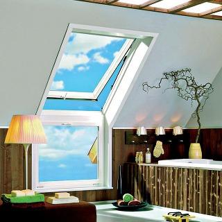 Kuchynské priestory abytové príslušenstvo si vystačia sviacerými menšími oknami, hoci architekti aj mnohí užívatelia uprednostnia kúpeľne zaliate slnkom. (Roto)