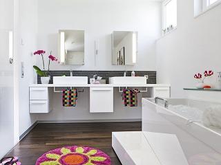 Dve umývadlá (Duravit) zaberajú