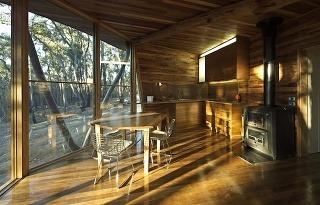 chatka z úžitkového dreva