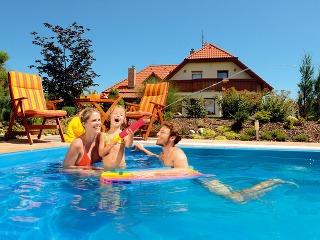 Okolo bazéna umiestnite spevnenú