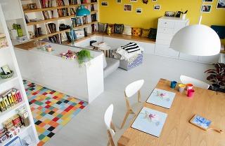 Optimistický interiér dvojizbového bytu