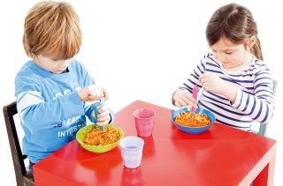Špagety pod kontrolou Vďaka vidličke Rolognese od Donkey Creative Lab si deti užijú so špagetami kopu zábavy. V čistý stôl však radšej nedúfajte. 9,95 €, www.chooze.sk