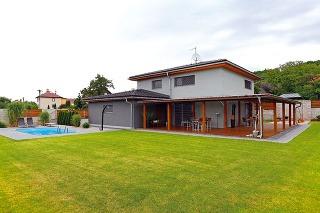 Výstavbu tohto domu si investor dôsledne strážil anezanedbal žiadny detail. Chcel si vytvoriť komfortné bývanie so všetkým, čo ktomu patrí.