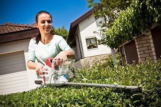 práca s plotovými nožnicami je jednoduchá a zvládne ju každý majiteľ záhrady ...