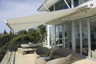 Markíza vás pri posedení na terase ochráni pred páliacim slnkom aj pred letným dažďom. Keďže ju treba chrániť pred nepriaznivým počasím, pri manuálnom ovládaní sa odporúča stiahnuť ju, keď sa nepoužíva, apri elektrickom ovládaní je praktické vybaviť mark