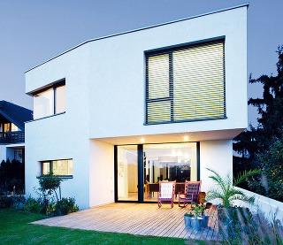Asymetrický tvar domu vyplynul