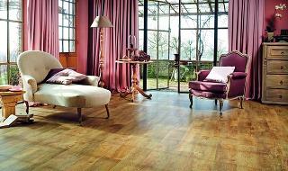 Kolekcia Moduleo Select ponúka veľmi odolnú vinylovú podlahu s PUR povrchom a možnosťou výberu z rôznych vzorov dreva aj dlažby. Vzor je autentický a neopakuje sa, prirodzený dojem podporuje aj reliéfny povrch, ktorý verne imituje štruktúru dreva  a kameň