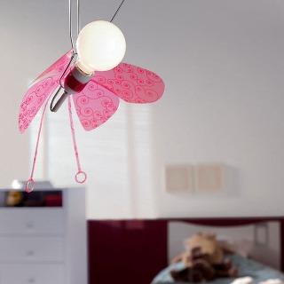 """Závesná lampa """"Motýľ"""" 40285510 od firmy Massive."""