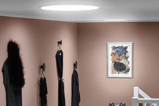 Svetlovody VELUX privedú do chodby denné svetlo, čím v nej navodia výnimočnú atmosféru.