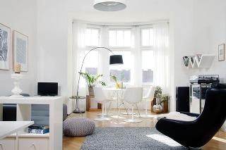 Starosvetský byt so zachovalými pôvodnými prvkami zabývala mladá dizajnérka nábytkom adoplnkami blízkymi jej srdcu.