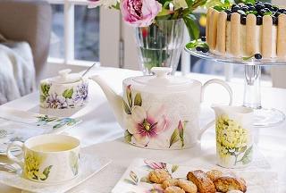 Jemný porcelán ako kvetinové