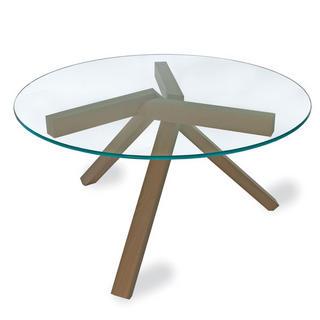 Ak chcete mať doma atraktívnu trendovú jedáleň, hľadajte nápady. Napríklad stôl s nezvyčajnými nohami z masívneho dreva v kombinácii s kaleným sklom. (Arketipo, dizajn Gordon Guillamier)