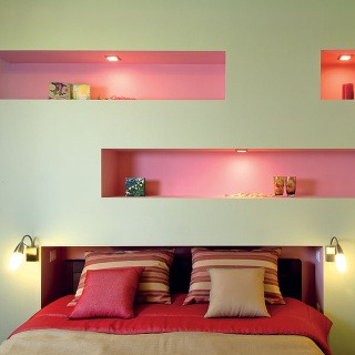 Romantická minimalistická spálňa